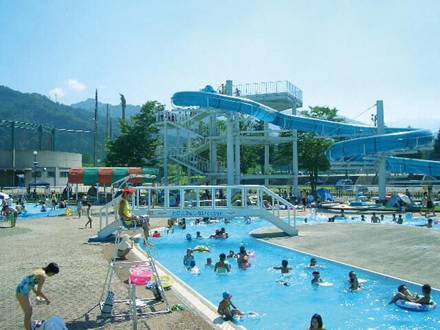 湯沢町レジャープールオーロラ,ウォータースライダー,新潟,プール