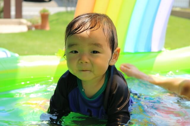 赤ちゃんラッシュガード,関西,屋内,プール