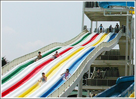 川越水上公園プールの直線スライダー,スライダー,プール,関東