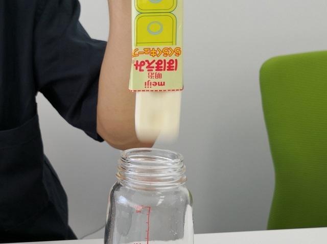 ピローから飛び出すキューブ,ミルク,授乳,