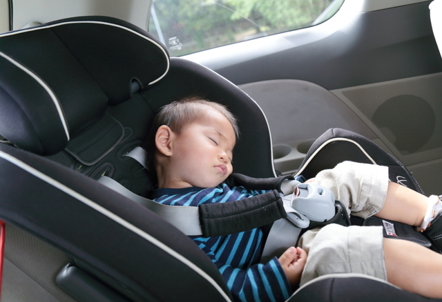 寝る子ども,チャイルドシート,うたたね,