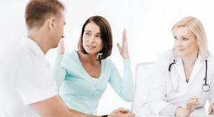 医者と話す夫婦,妊活サプリ,妊娠,サプリ