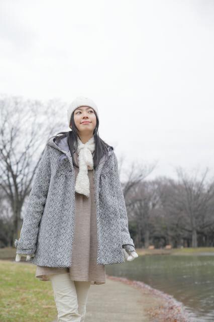 コートを着た女性,戌の日,服装,