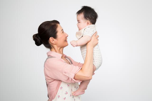 赤ちゃんとおばあちゃん,産後,家事,
