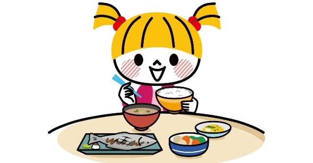和食を食べる女の子,