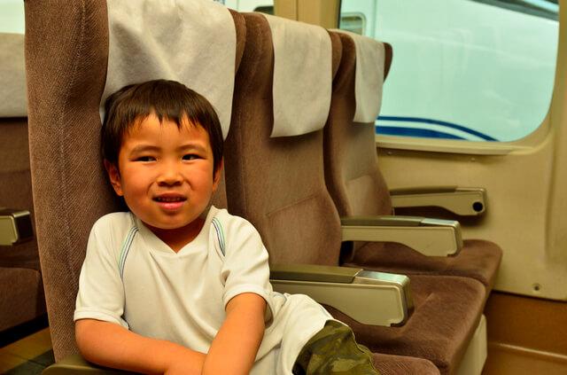 新幹線に乗車する男の子,小学生,人気,雑誌