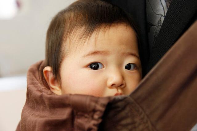 抱っこひもと赤ちゃん,抱っこ紐,雨,