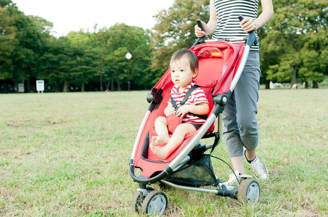 公園でのベビーカー,ベビーカー,日よけ,