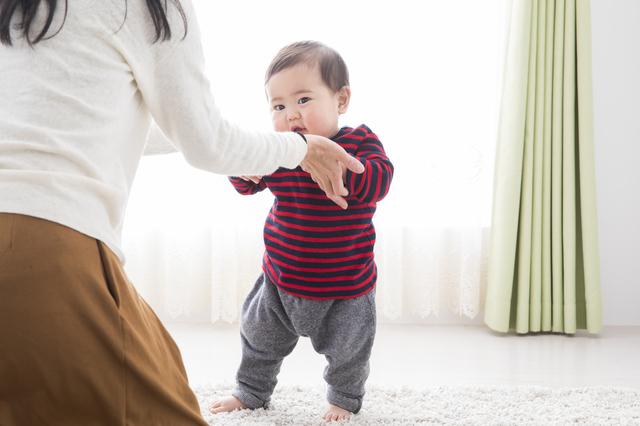 歩行練習をする赤ちゃん,コーナーガード,
