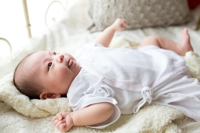 コンビ肌着を着た赤ちゃん,コンビ肌着,