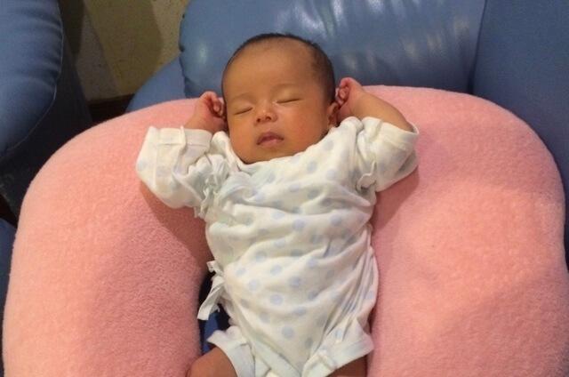 【オリジナル】コンビ肌着を着て寝ている赤ちゃん,コンビ肌着,