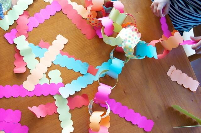 折り紙で飾りを作る様子,1歳誕生日,飾り付け,