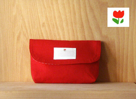 名札(氏名票)つき お弁当入れ お弁当袋 かぶせ型(フラップタイプ) マジックテープ(「マジックテープ」は(株)クラレの面ファスナーの登録商標)つき (面ファスナー) オリジナルワンポイント t2赤ちゅーりっぷ,お弁当袋,作り方,