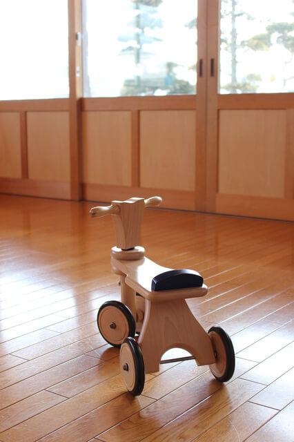木製の足蹴り三輪車,乗用玩具,おすすめ,