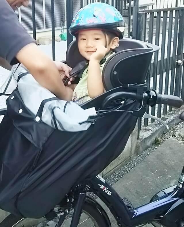 自転車に乗せてもらっている子ども,電動,ママチャリ,