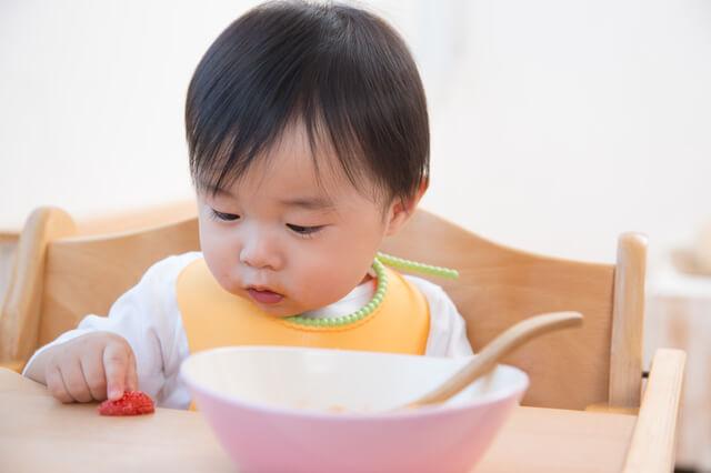 離乳食を食べる赤ちゃん,離乳食,椅子,