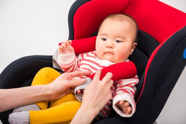 チャイルドシートに乗る赤ちゃん,チャイルドシート,選び方,おすすめ