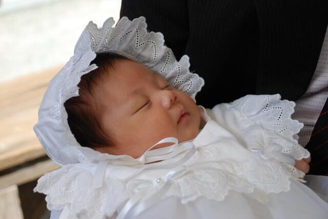 お宮参りの赤ちゃん,授乳,ワンピース,お宮参り