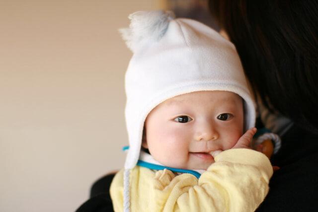抱っこひもで抱っこされる赤ちゃん,抱っこひも,比較,選び方
