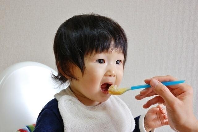 離乳食を食べる赤ちゃん,ベビーフード,アレルギー,