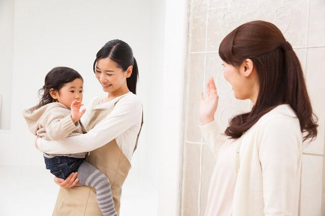 保育園でママとお別れ,保育園,幼稚園,泣く