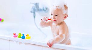歯磨きする赤ちゃん,赤ちゃん,シャンプー,いつから