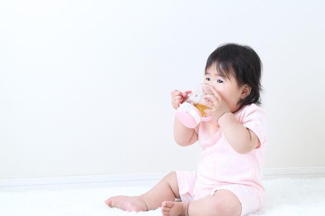 マグで飲む赤ちゃん,ストローマグ,おすすめ,