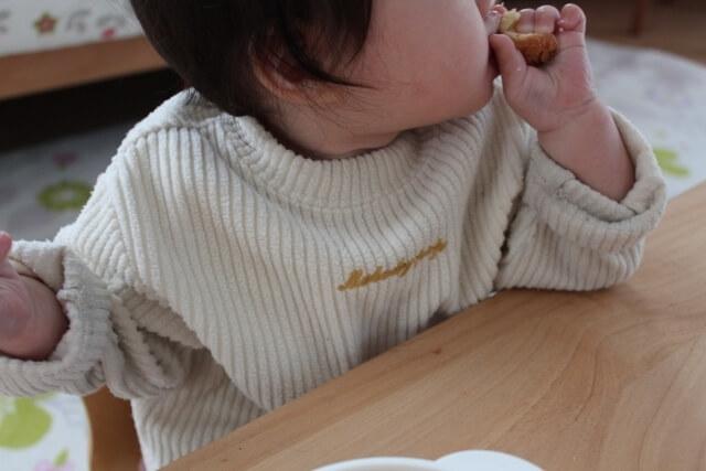 食事をする赤ちゃん,離乳食,スケジュール,
