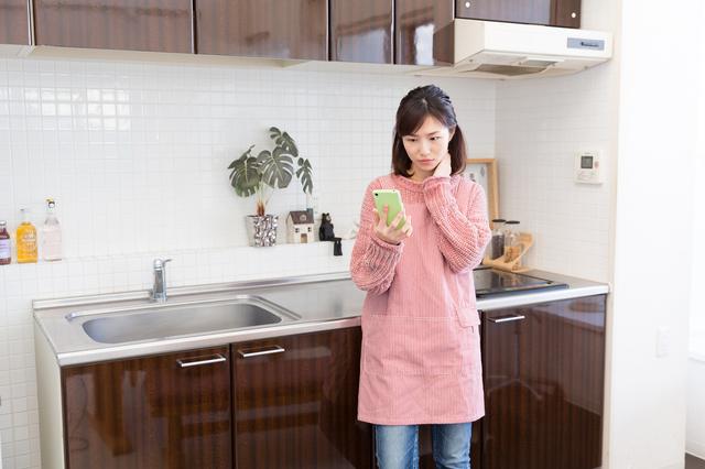料理で献立を考える主婦,カルシウム,粉チーズ,