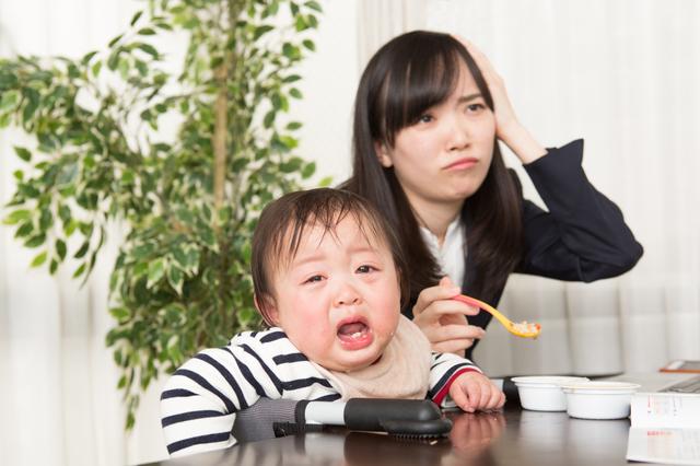食事を嫌がる赤ちゃんとママ,ベビーフード,9ヶ月,