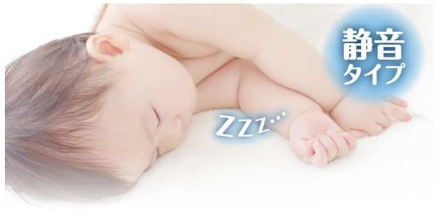 静かに眠る赤ちゃん,