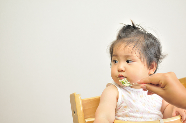 離乳食を食べる赤ちゃん,ベビーフード,7ヶ月,