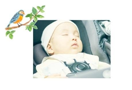 ベビーカーで眠る赤ちゃん,