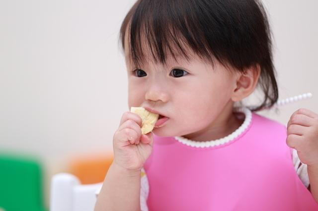 手づかみ食べの子ども,フォローアップミルク,栄養,