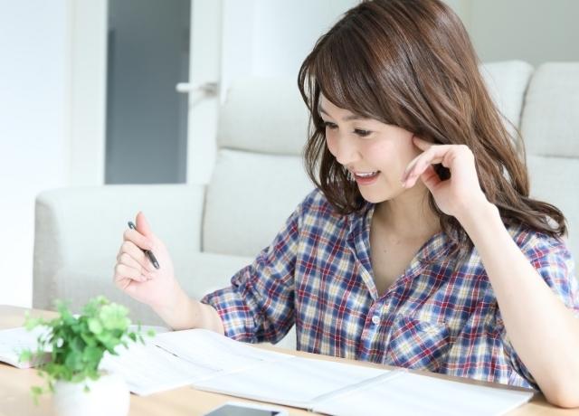 勉強する女性,資格,再就職,