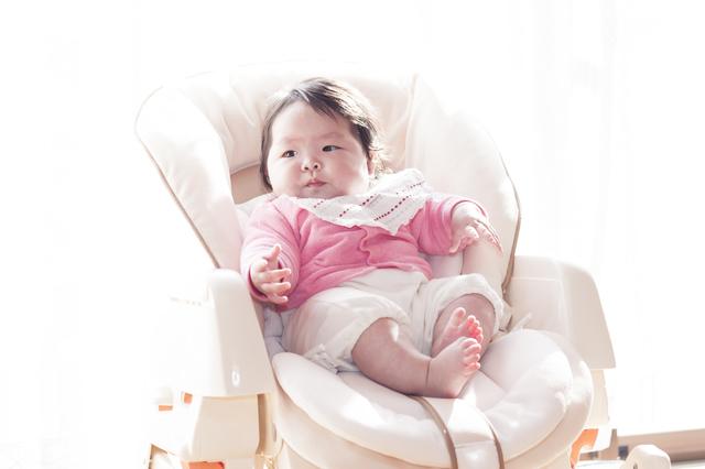 ハイローチェアに座る赤ちゃん,ハイローチェア,おすすめ,