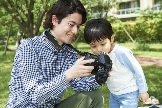 写真撮影をする親子,デジタルカメラ,おすすめ,