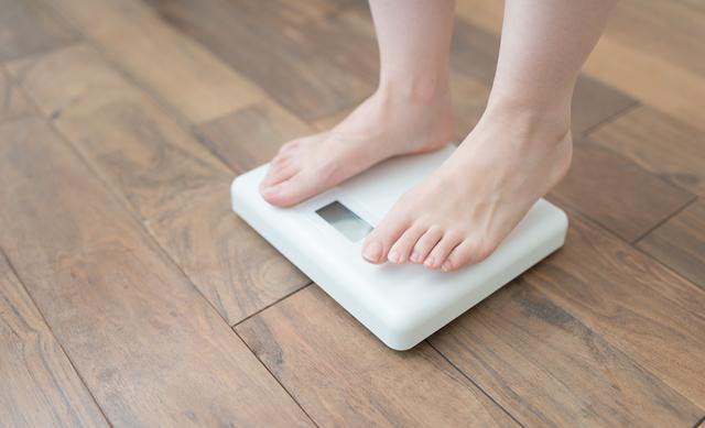 妊婦と体重計,妊娠,7,ヶ月