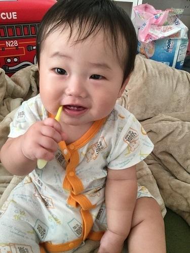 クリニカキッズハブラシで歯を磨く赤ちゃん,コズレ,プレゼント,当選