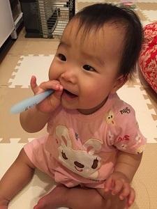 赤ちゃんがクリニカKid'sで歯を磨いるている画像,コズレ,プレゼント,当選