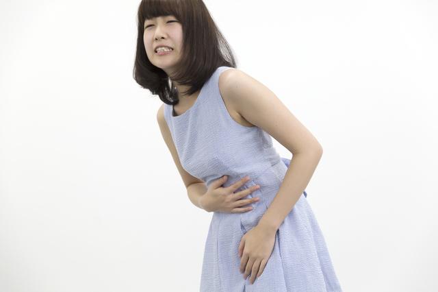 お腹をおさえる女性,妊娠,流産,原因