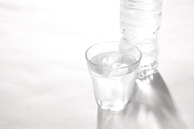 グラスに入った水,赤ちゃん,コップ練習,方法