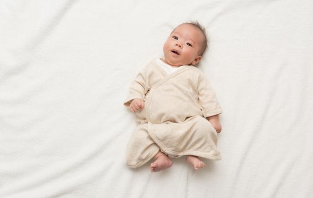 肌着を着た赤ちゃん,出産,入院,持ち物