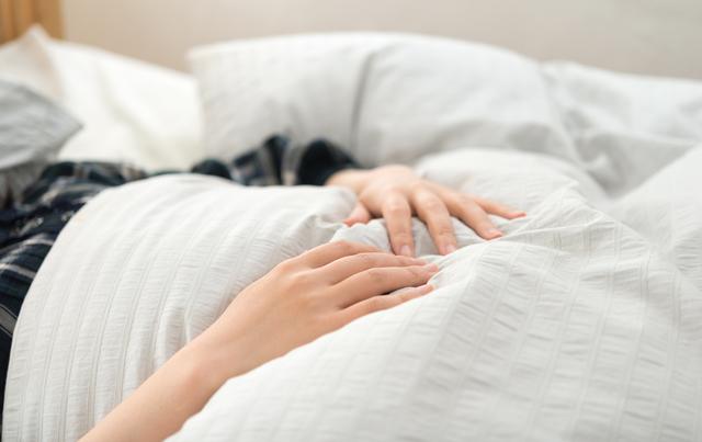 安静にしている女性,妊娠高血圧症候群,