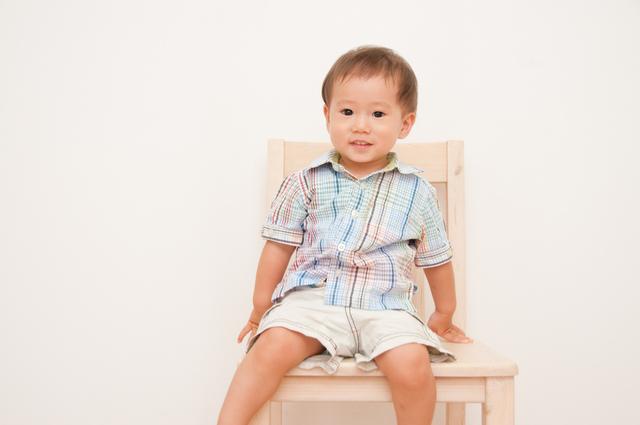 椅子に座る幼児,キッズ,チェア,椅子