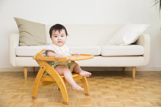 ベビーチェアに座る赤ちゃん,ベビーチェア,おすすめ,