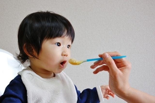 口を開ける赤ちゃん,量,簡単,離乳食