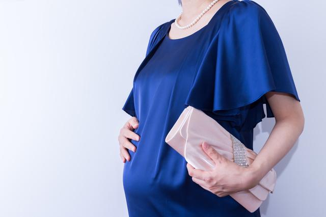 マタニティパーティードレスを着る妊婦,マタニティ,パーティードレス,