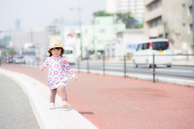 レギンスを履いてお散歩する女の子,レギンス,ベビー,
