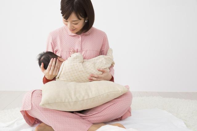 授乳中の赤ちゃんとママ,母乳,ハーブティー,